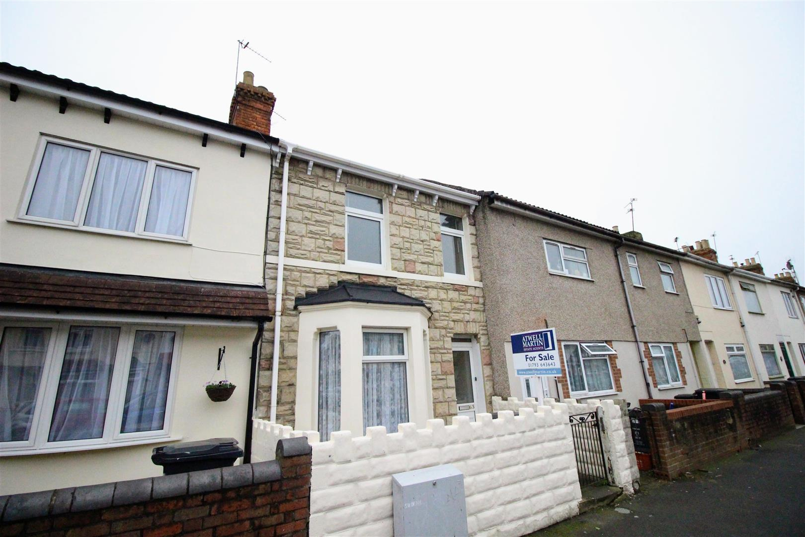 3 Bedrooms Terraced House for sale in Ferndale Road, Gorse Hill, Swindon